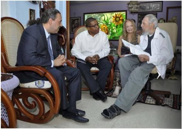 Fidel con el Presidente de ACNO. Foto: Estudio Revolución