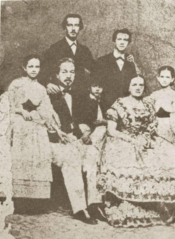 Foto familiar de los Agramonte Loynaz. Museo Casa Natal Ignacio Agramonte.