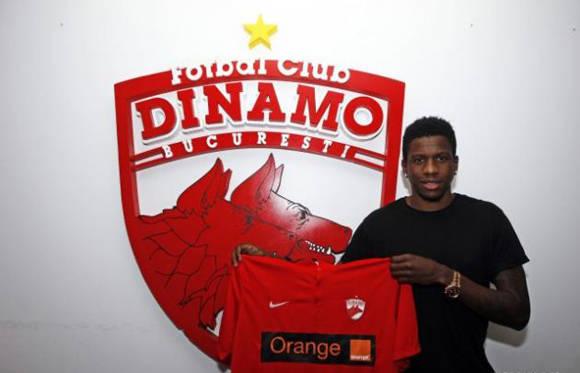 Ekeng en el momento que fichó por el Dinamo de Bucarest. Foto: Web oficial del club.