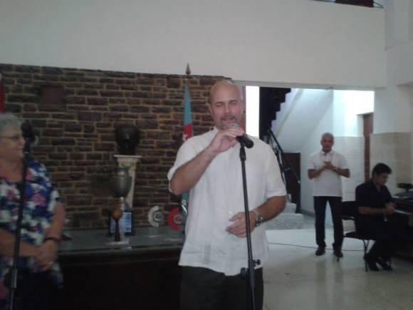Gerardo le habla al colectivo del ISRI. Foto. Cuenta en Facebook de Indira Guardia