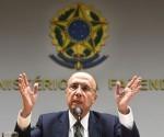 El ministro de Hacienda de Brasil, Henrique Meirelles, habla durante una conferencia de prensa para anunciar los nombres de los nuevos miembros del equipo económico del gobierno brasileño. Foto: AFP (Tomada de www.andina.com.pe)