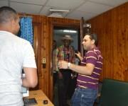 """Llegada de Johnny Ventura al programa """"El Exitazo"""" de Radio Taíno. Foto. Marianela Dufflar / Cubadebate"""
