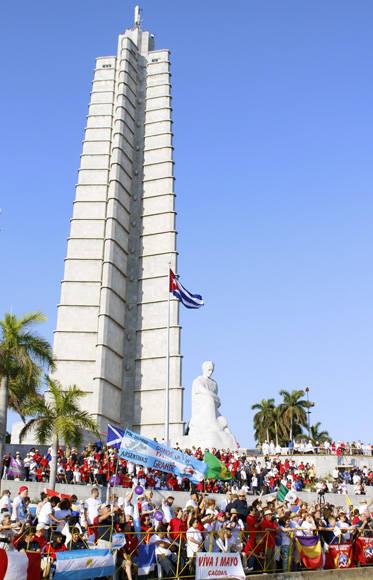 La Plaza se llenó de banderas de varios países. Foto: José Raúl Concepción/ Cubadebate.