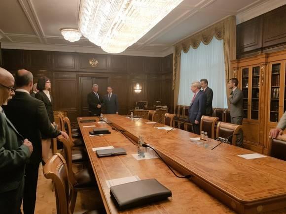 Las relaciones entre Rusia y Cuba no dependen de coyunturas políticas. Encuentro en la Duma rusa. Foto: Cuenta en Twitter de Rogelio Sierra, Viceministro del MINREX