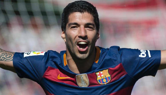 Suárez marcó un hat trick que le dio La Liga al FC Barcelona. Foto: AFP.