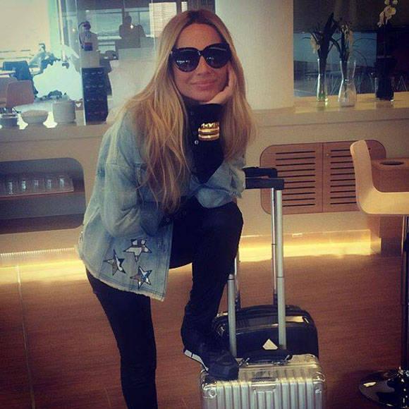 Marta Sánchez en su salida hacia Cuba. Foto: Cuenta oficial de la cantante en Facebook.