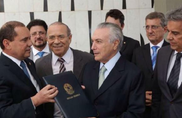 Michel Temer asume presidencia interina de Brasil y elige gabinete con un perfil empresarial