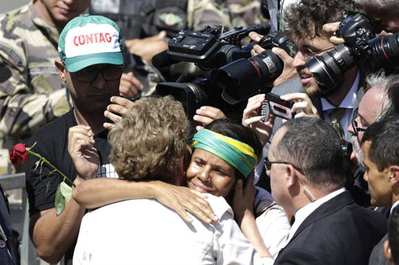 Movimientos sociales se manifiestan en apoyo a Dilma Roussef.
