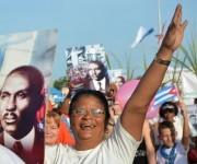 Marcha patriótica en saludo al Primero de Mayo, Día Internacional de los Trabajadores, por la plaza Máximo Gómez Báez de Ciego de Ávila, el 1 de mayo de 2016. Foto: Osvaldo Gutiérrez Gómez / ACN