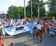 A ritmo de conga marchan los campesinos, por el Día Internacional de los Trabajadores, en el municipio especial Isla de la Juventud, Cuba, el 1 de mayo de 2016.   Foto: Ana Esther Zulueta / ACN