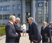 Díaz Canel es despedido por los Presidentes de las Cámaras del Parlamento Belarús. Foto: Cuenta en Twitter de Rogelio Sierra, Viceministro de Relaciones Exteriores