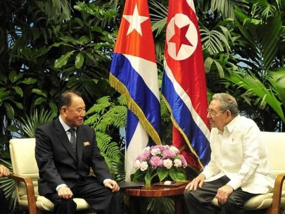 Raúl recibió al enviado especial del Presidente del Partido del Trabajo de Corea. Foto: Estudio Revolución