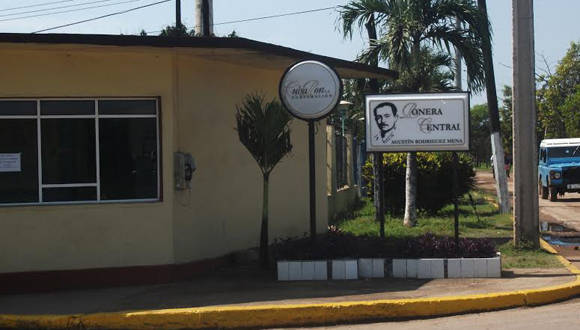 Fachada de la Ronera Central Agustín Rodríguez Mena . Foto: Yanet Muñoz