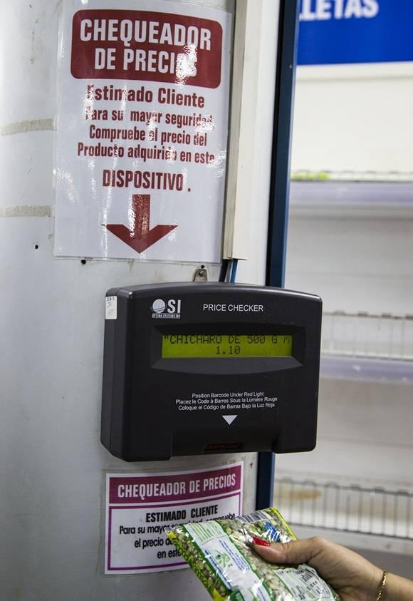 Desde este momento yo no solo podrá comprobar los precios a través del chequeador de precios. Foto: Ismael Francisco / Cubadebate.