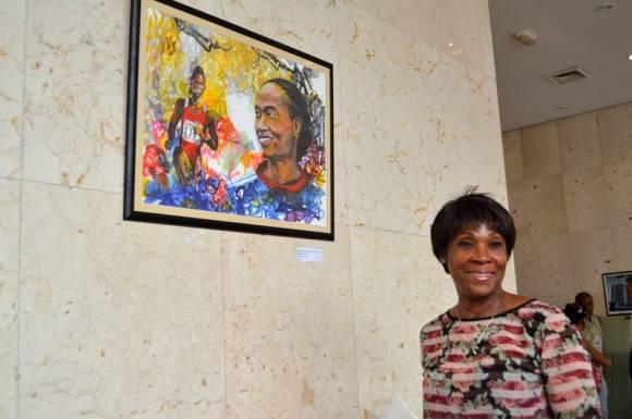 Ana Fidelia junto a su pintura.  Foto. Marianela Dufflar / Cubadebate