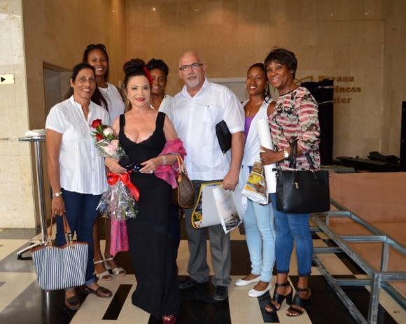 Zaida junto a Becali, Ana Fidelia, Maria Caridad, Yipsi Moreno, y otras glorias del deporte. Foto: Marianela Dufflar / Cubadebate