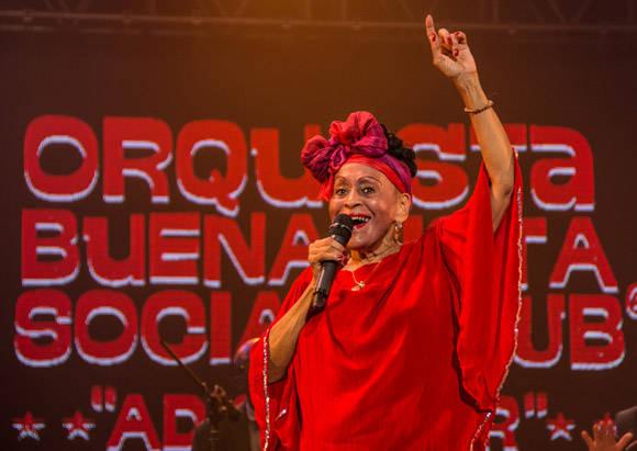 Omara Portuondo , la Diva de Buena Vista Social Club, en su último concierto con la orquesta. Foto: ACN/ Marcelino Vázquez Hernández.