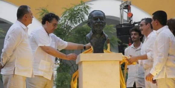 Busto de Gabo en Cargatena.