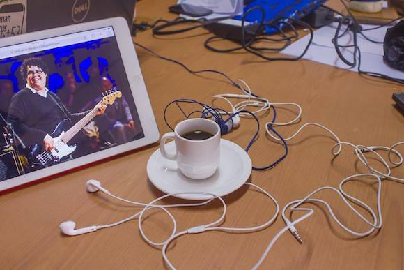 café música audífonos