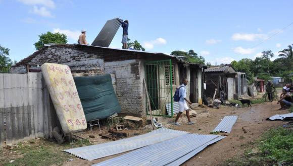 La tormenta provocó afectaciones en viviendas, el servicio eléctrico, telefónico y en la floresta de diversos puntos de la ciudad. Foto: Adelante.