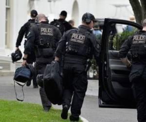 Imagen de miembros del equipo de contra asalto del Servicio Secreto sacan del coche su equipo después de que el presidente de EEUU Barack Obama llegase a la Casa Blanca tras jugar al golf en Washington, D.C., Estados Unids, el 20 de mayo de 2016. Foto: Reuters