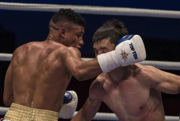 52 kg:  Yosbany Veitía derrota al Uzbeko Abrorjon Kodirov. Foto: Ismael Francisco/Cubadebate.