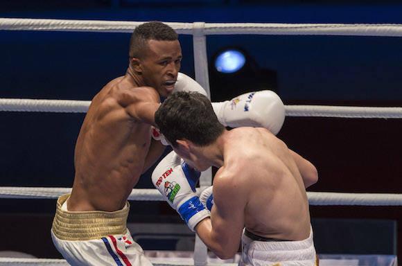 En los 60 kg, Lázaro Álvarez derrotó al Uzbeko Elnur Abduraimov. Foto: Ismael Francisco/Cubadebate.