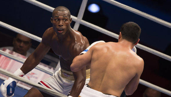 En los 81 kg Julio César la Cruz derrotó al Uzbeko Shuhrat Abdullaev. Foto: Ismael Francisco/Cubadebate.