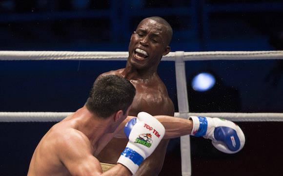 81 kg Julio Cesar La Cruz derroto al Uzbeko Shuhrat Abdullaev. Foto: Ismael Francisco/Cubadebate.