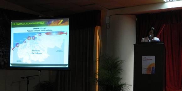 Xonia Beltran Vivero, Delegada del Ministro de Turismo en el territorio, presentó La Habana como producto turístico. Foto: Susana Tesoro/ Cubadebate.