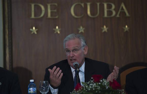 El gobernador de Missouri, Jay Nixon, en conferencia de prensa. Foto: Ismael Francisco/ Cubadebate
