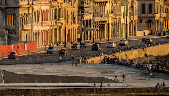 La Habana al atardecer, desde el Malecón. Foto: Ismael Francisco/ Cubadebate