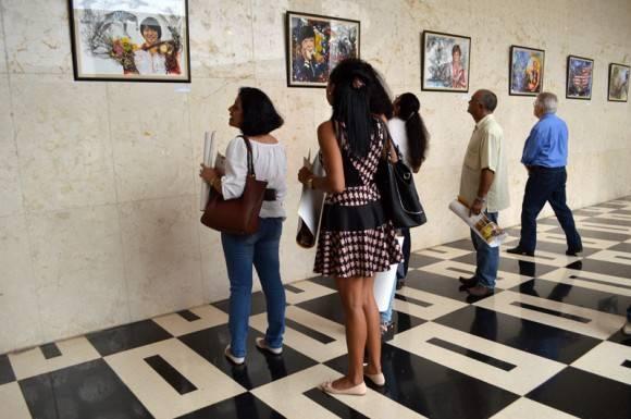 El público que asistió a la inauguración.  Foto: Marianela Dufflar / Cubadebate