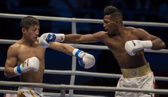 64 kg Luis Oliva derrotó al uzbeko Fazliddin Gaibnazarov. Foto: Ismael Francisco/Cubadebate.