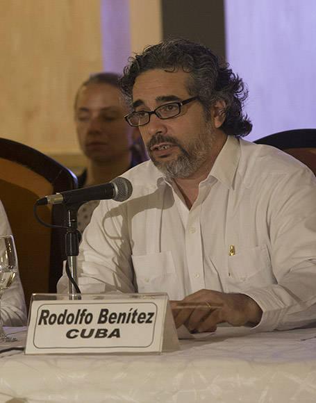 """Colombia y FARC anuncian la desmovilización de menores en las filas de la guerrilla """"Hemos logrado un acuerdo sobre la salida de los menores de 15 años de los campamentos de las FARC y un compromiso con la elaboración de una hoja de ruta' para la salida de todos los demás menores de edad y un programa integral especial para su atención"""", ha dicho el delegado cubano, Rodolfo Benítez. Foto: Ismael Francisco/ Cubadebate"""