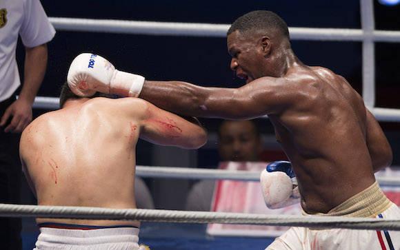 +91 kg Leinier Peró derrota al Uzbeco Mirzohidjon Abdullaev. Foto: Ismael Francisco/Cubadebate.