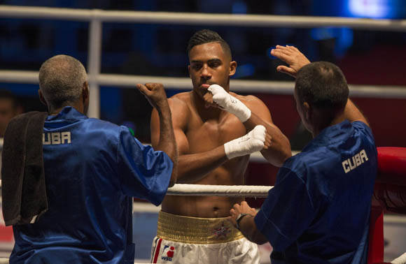 El 75 kg ArlenLópez le dio KO técnico a Ulugbek Khakberdiev. Foto: Ismael Francisco/Cubadebate.