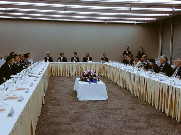 Invita Primer Vicepdte  de #Cuba a empresas  japonesas a participar del desarrollo  económico de Cuba. Foto: @RogelioSierraD/ Twitter