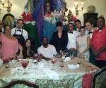 Las Kardashian y Kanye West en el restaurante San Cristóbal. Foto: Sitio de Facebook MaxxYes