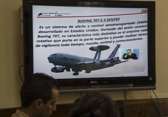 Los detalles del avión espía. Foto: Ismael Francisco/ Cubadebate