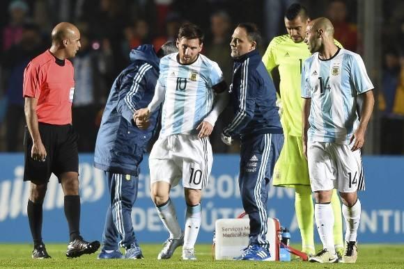El astro argentino se lesiona en amistoso Argentina-Honduras. Foto: AFP.