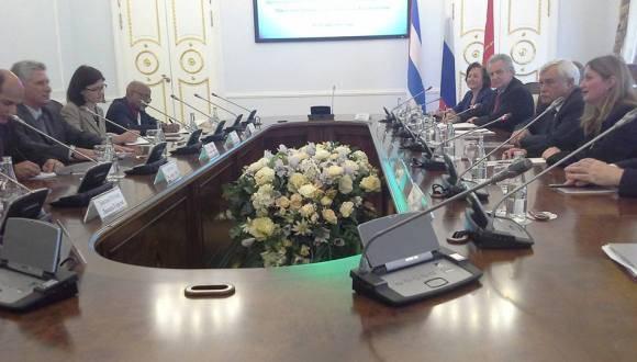 El gobernador de San Petersburgo, Gueorgui Poltavchenko, transmitió al vicepresidente cubano Miguel Díaz-Canel, la admiración que siente por el pueblo cubano. Foto: Julio César Mejías.