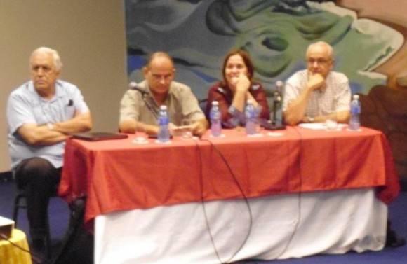 El Panel, de izquierda a derecha: Montero, Glauco, Rosa Miriam y Néstor.