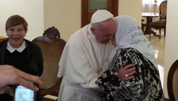 Hebe de Bonafini con el Papa Francisco. Foto: @PrensaMadres.