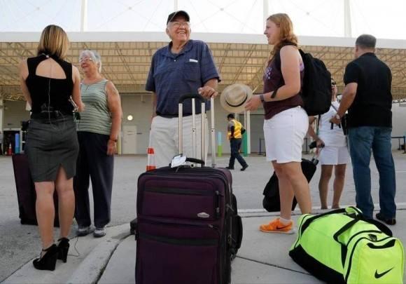 Pasajeros del Adonia en la llegada a Miami.