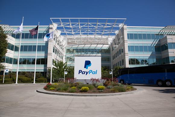 Paypal es una empresa dedicada a las transferencias de dineros por internet. Ha sido sancionada varias veces en Alemania por aplicar las leyes del bloqueo contra Cuba. En la imagen aparece su sede en el estado de California.