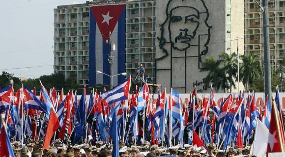 Asiste Raúl Castro a desfile por el Primero de Mayo en La Habana