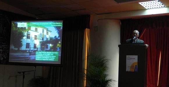 El Dr. Jorge Alberto Miranda Quintana, Presidente de la cartera de servicios y productos de la Comercializadora de Servicios Médicos Cubanos SA., hizo la exposición del producto turístico de Salud. Foto: Susana Tesoro/ Cubadebate.