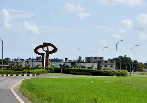 Circunvalación de entrada a Artemisa. Foto: Roberto Garaicoa Martínez/ Cubadebate.