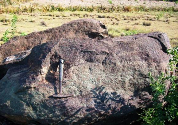 Granates en la  Carretera de Maleza  Villa Clara. Foto: . Lisette L. Arias Ceruelos Esp. Comunicación y Marketing IGP, Servicio Geológico de Cuba / Cubadebate